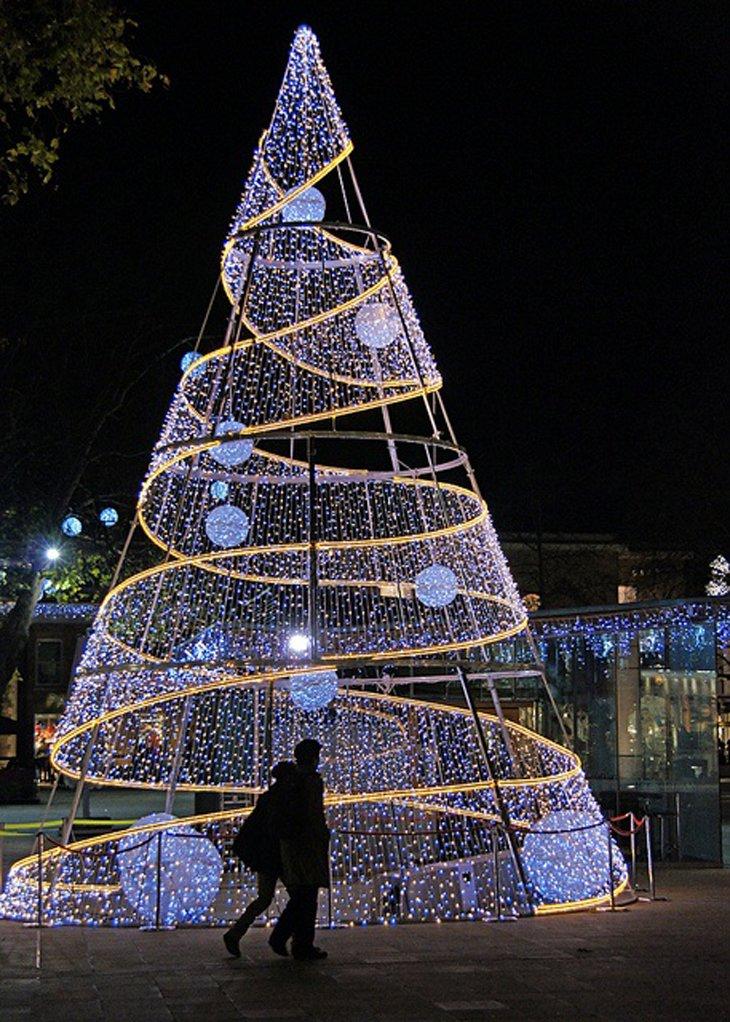 Lighting Christmas Tree