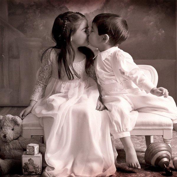 Childrens Kiss (2)
