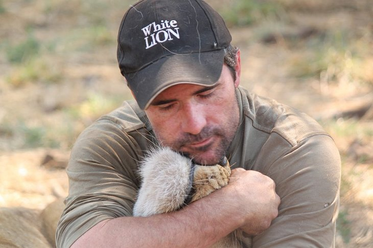 Kevin Richardson, The Lion Whisperer  (2)