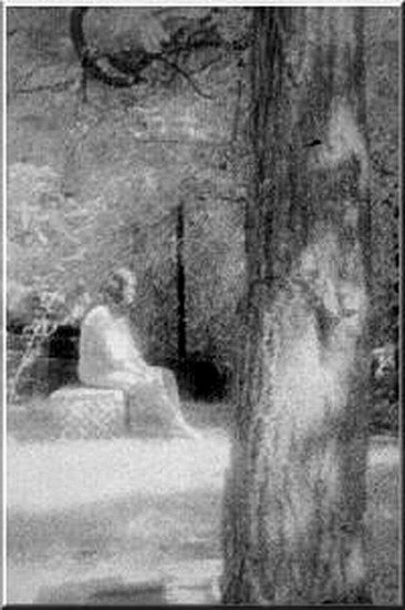 TOP 25 MOST FAMOUS PHOTOS OF GHOSTS  (18)
