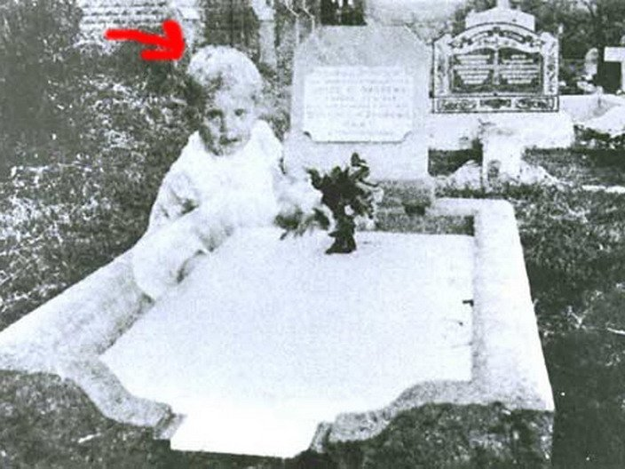 00121 TOP 25 MOST FAMOUS PHOTOS OF GHOSTS
