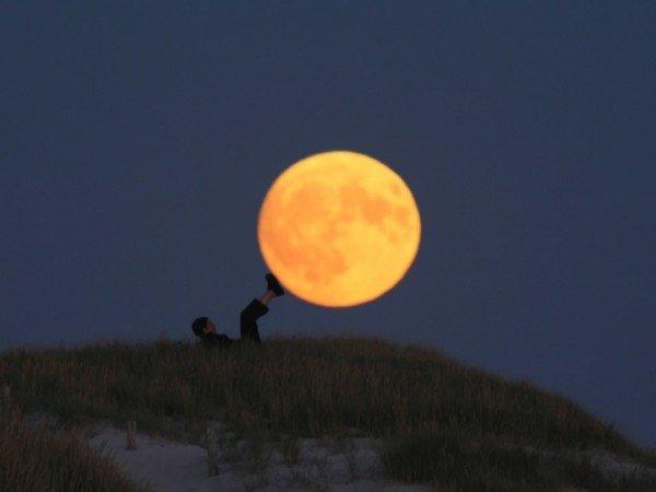 Creative Moon Photography By LaurentLaveder (11)