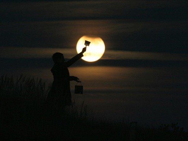 Creative Moon Photography By LaurentLaveder (2)