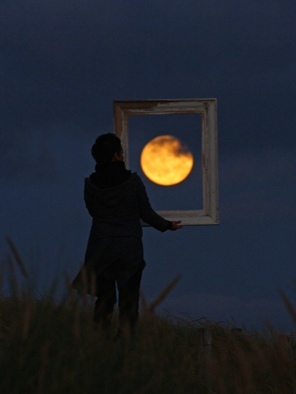 Creative Moon Photography By LaurentLaveder (1)
