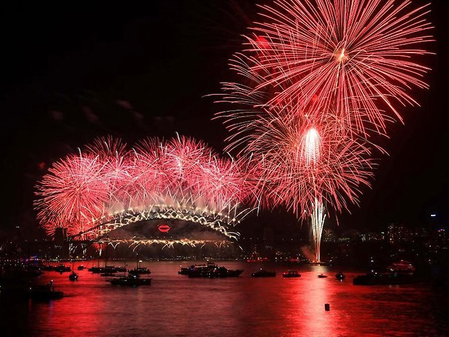 New Year 2013 fireworks over Sydney Harbour