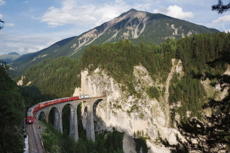 Spectacular view of trains Travel (9)