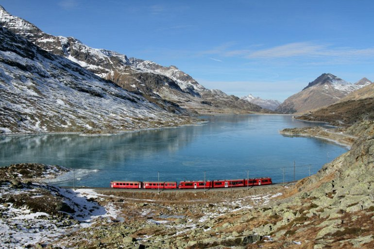 Spectacular view of trains Travel (8)