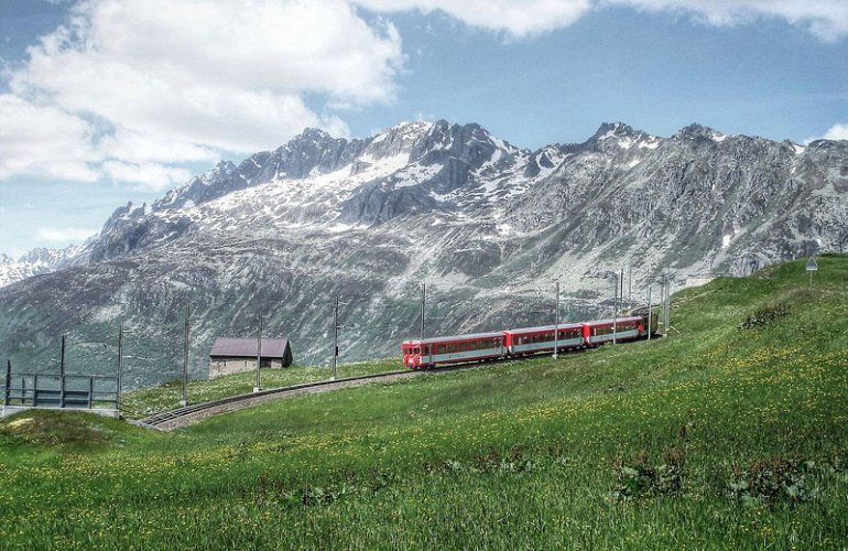 Spectacular view of trains Travel (7)