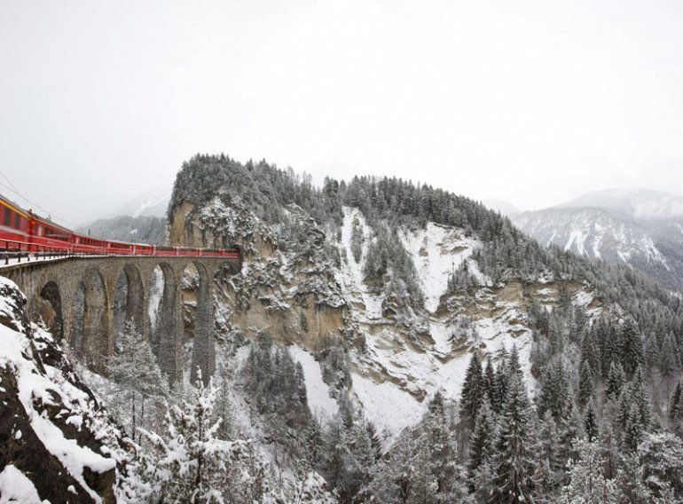 Spectacular view of trains Travel (4)
