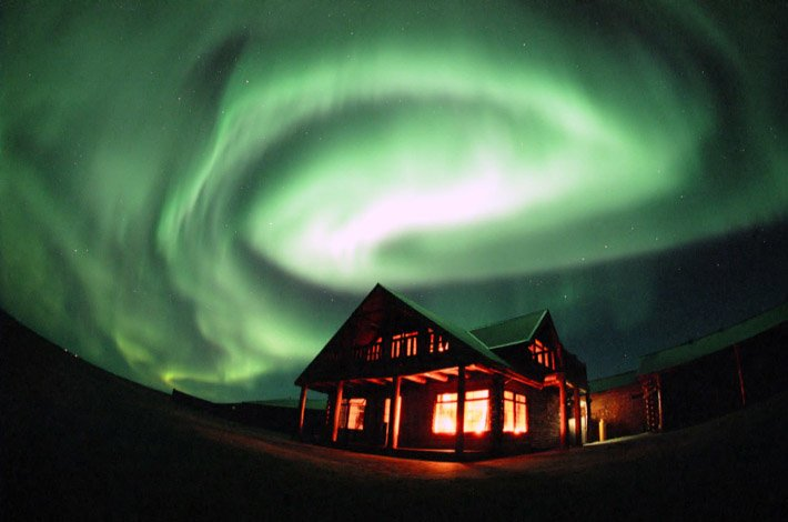 Auroras – Light of the night  (2)