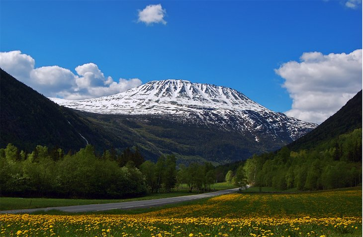 highest mountain in Norway