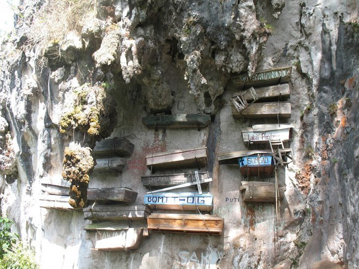 Mysterious hanging coffins of Sagada (7)