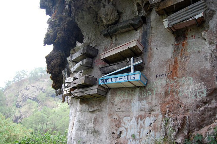 Mysterious hanging coffins of Sagada (5)