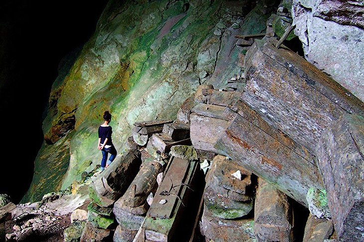 Mysterious hanging coffins of Sagada (2)