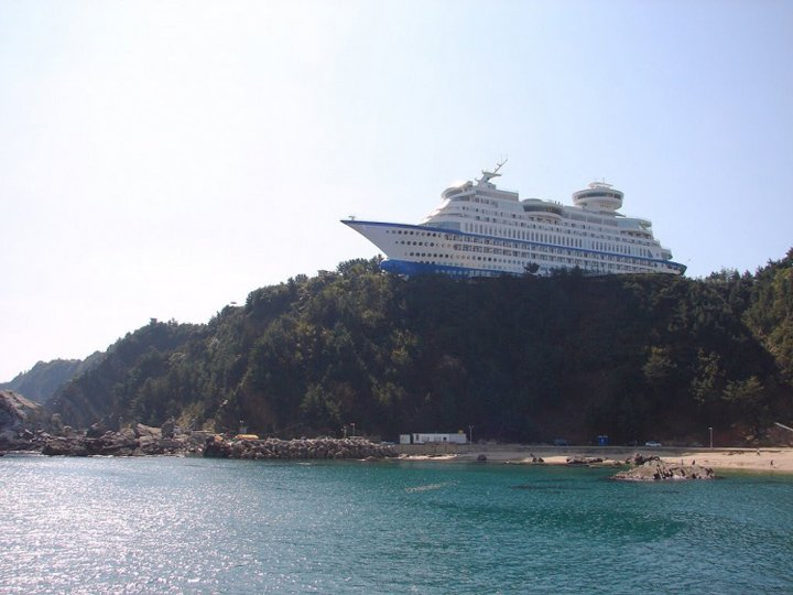 ship shaped hotel in south korea (7)