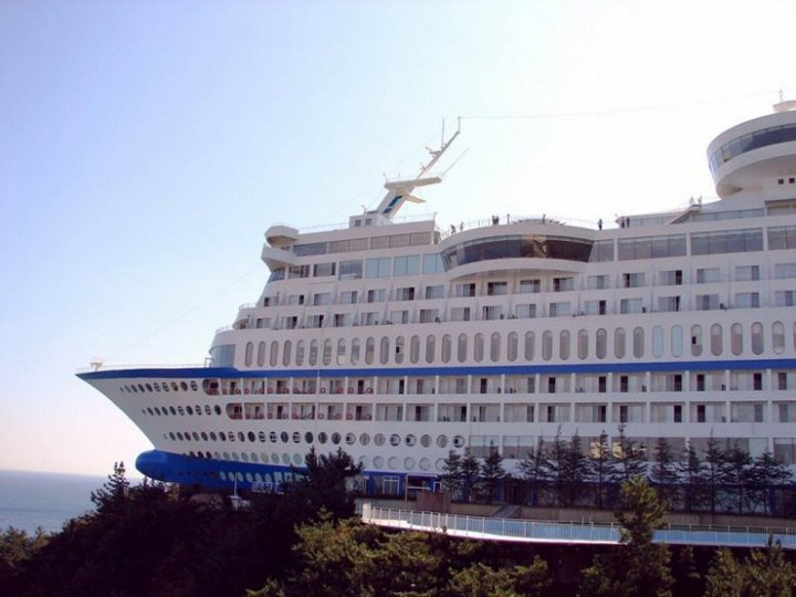 ship shaped hotel in south korea (5)