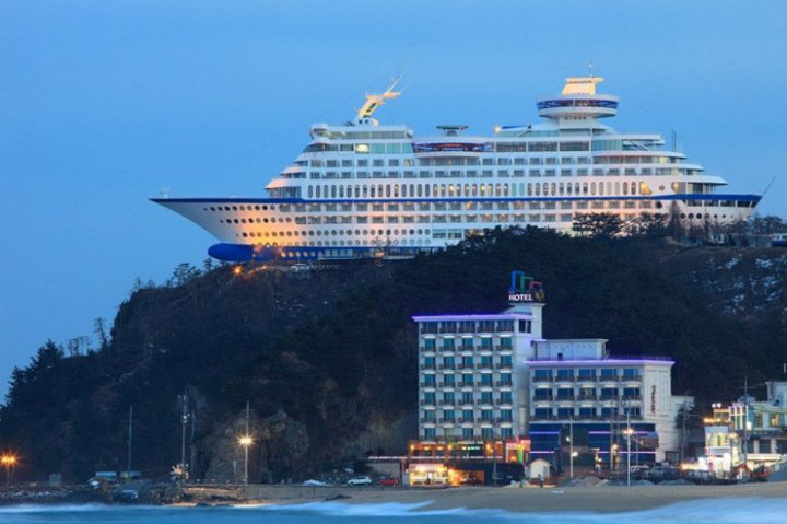 ship shaped hotel in south korea (3)