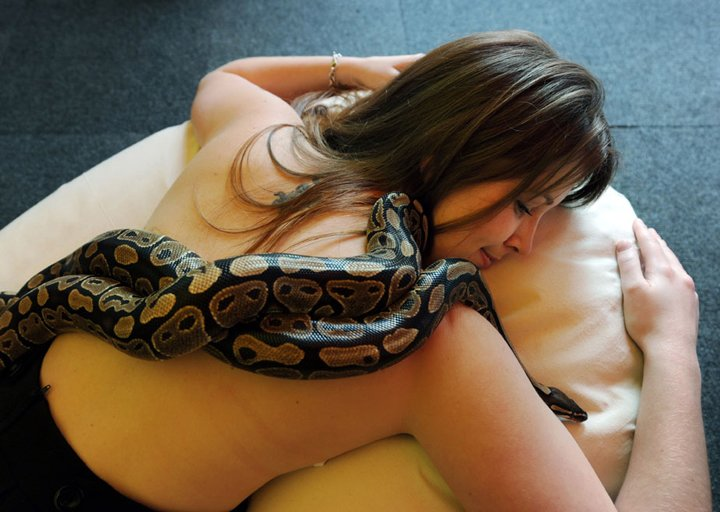 Massage By Snakes  Treatment (10)