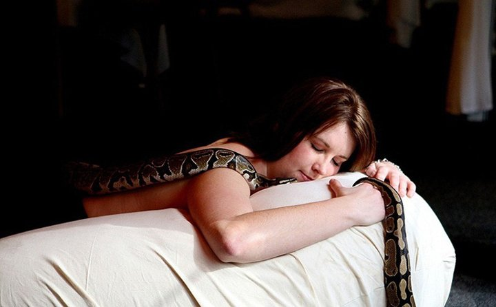 Massage By Snakes  Treatment (6)