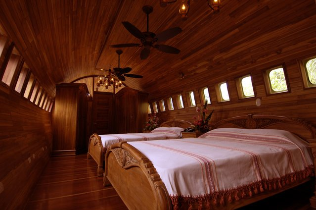 Boeing 727 Airplane Converted In Hotel - Costa Rica (8)