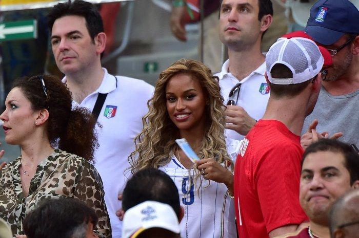 FIFA World Cup 2014: beauty-cheerleaders (28)