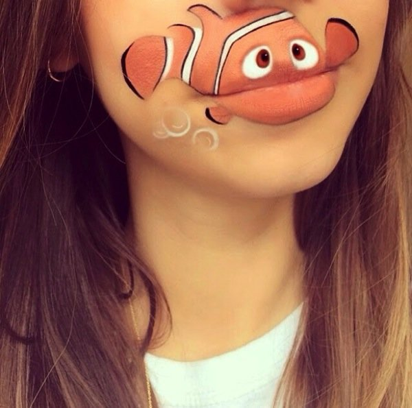 Funny makeup on her lips (5)