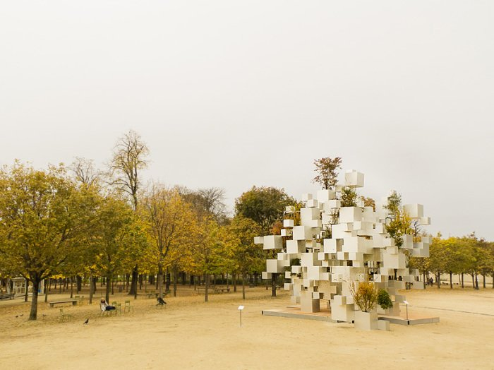 Pixel impressive sculpture in Paris (1)