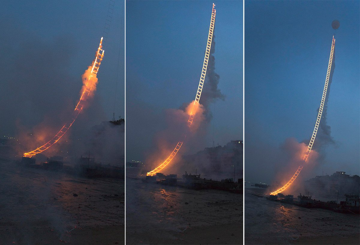 "Cai Guo-Qiang – ""Sky Ladder"" (China) (3)"