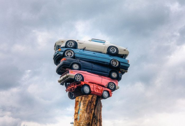 The Art of Stacking Cars (5)