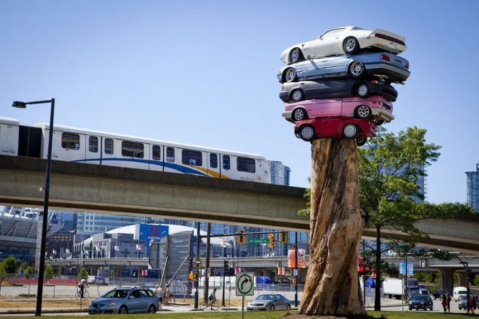 The Art of Stacking Cars (4)