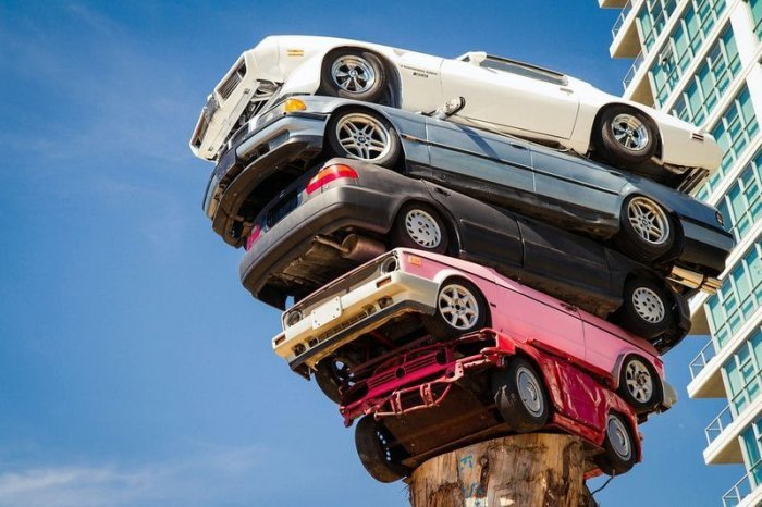 The Art of Stacking Cars (3)