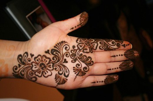 Asian Famous Mehndi Designs For Hand Finger (42)